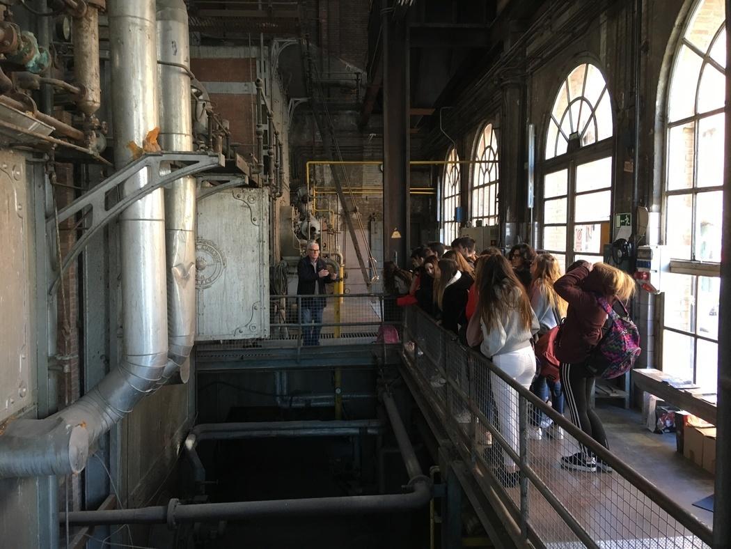 Alumnes de FEDAC Sant Andreu aprenen sobre el patrimoni industrial del barri a través del projecte Patrimonia'm del MUHBA.