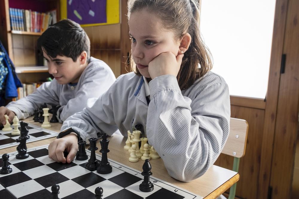 A les escoles FEDAC implementem un programa d'escacs educatius i socials.