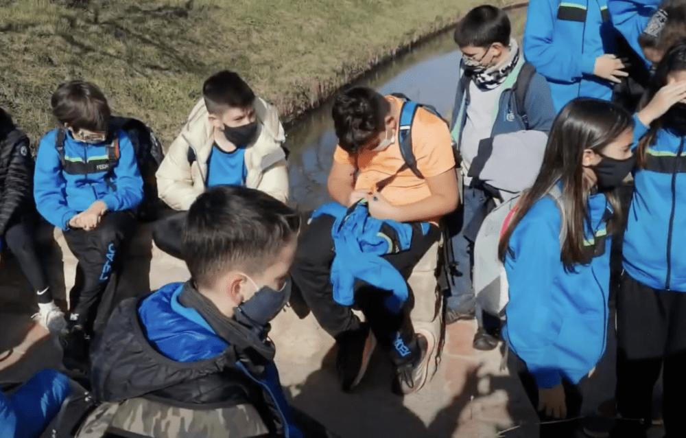 """Sortida de camp dels alumnes de 6è de primària de l'escola FEDAC Manresa a la Séquia, en el marc del projecte """"Projectem el Bages i apadrinem el territori""""."""