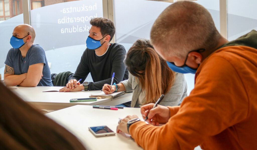 Els educadors FEDAC van integrar els projectes d'innovació educativa observats a les escoles del País Basc en els seus prototips per aplicar a les escoles.