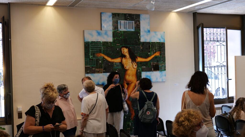 """""""Tot s'ha consumit - Tot s'ha consumat"""" és una de les obres de Siro López que es pot contemplar a l'exposició al Raval de Barcelona, en el marc del projecte """"Més ART a les escoles""""."""